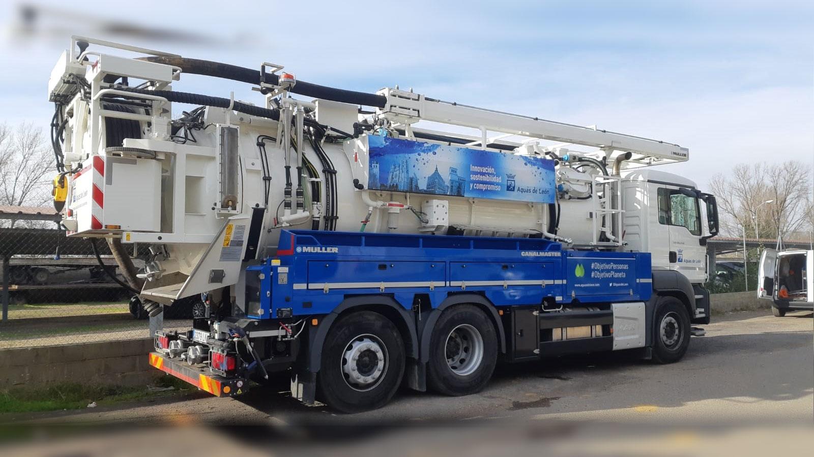 TECSAN suministra a Aguas de León un camión Müller para la limpieza del alcantarillado que ahorrará 25.000 l. de agua al día